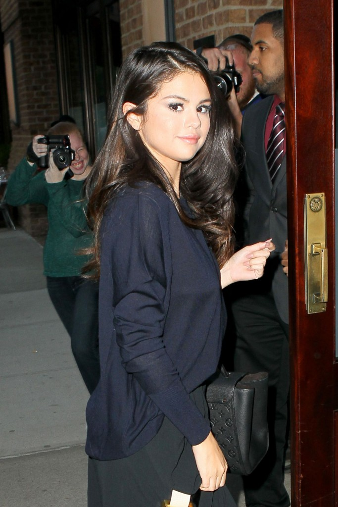 selena-gomez-at-the-greenwich-hotel-in-nyc-october-2015_6