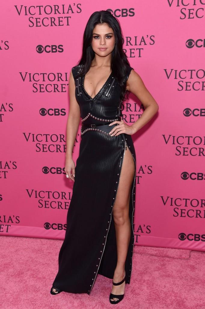 selena-gomez-victoria-s-secret-fashion-show-in-new-york-november-2015_11