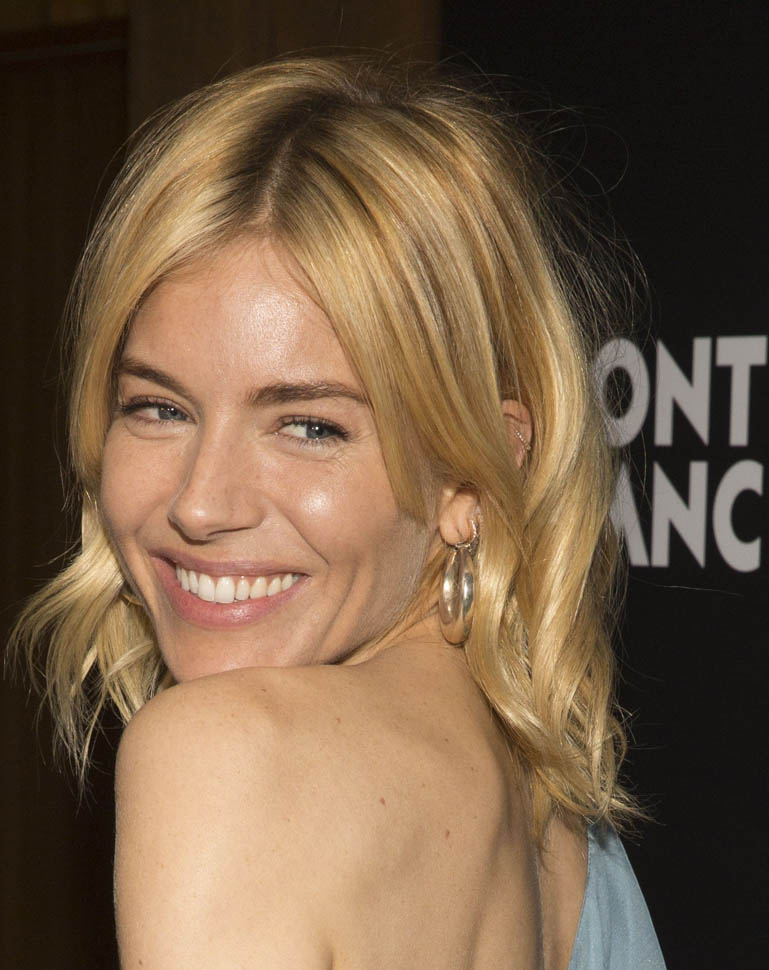 sienna-miller-in-saint-laurent-24th-montblanc-de-la-culture-arts-patronage-awards
