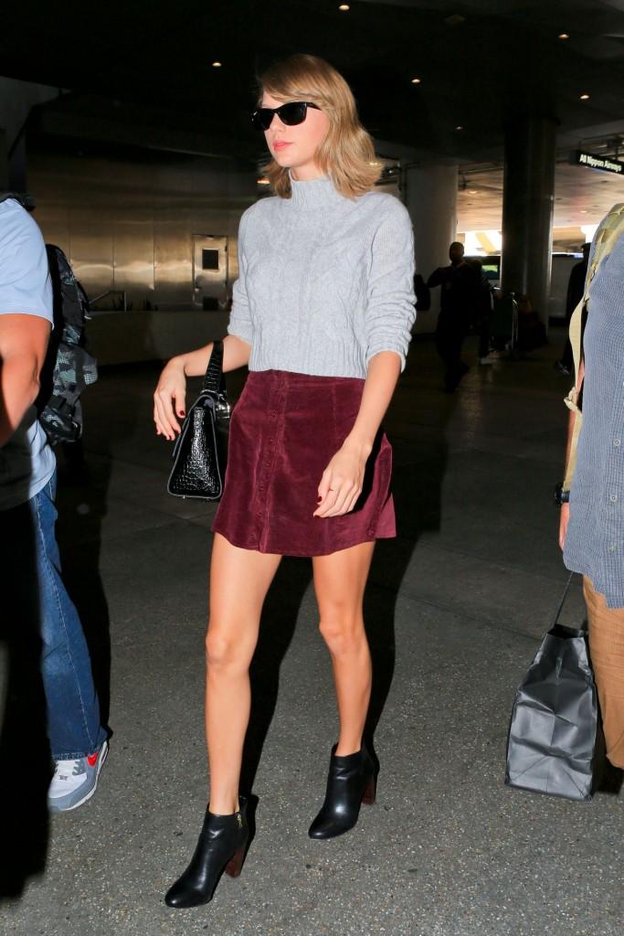 taylor-swift-leggy-in-mini-skirt-lax-airport-november-2015_10