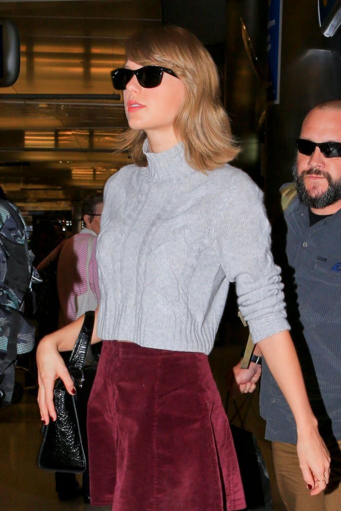 taylor-swift-leggy-in-mini-skirt-lax-airport-november-2015_5