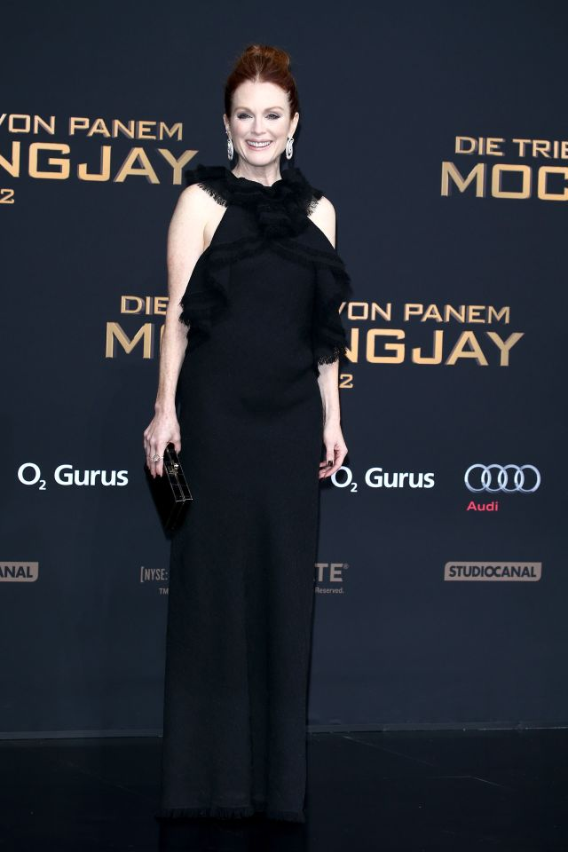 julianne-moore-in-jason-wu-at-the-hunger-games-mockingjay-part-2-berlin-premiere