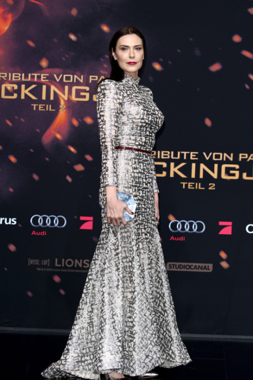 michelle-forbes-in-michael-costello-at-the-hunger-games-mockingjay-part-2-berlin-world-premiere