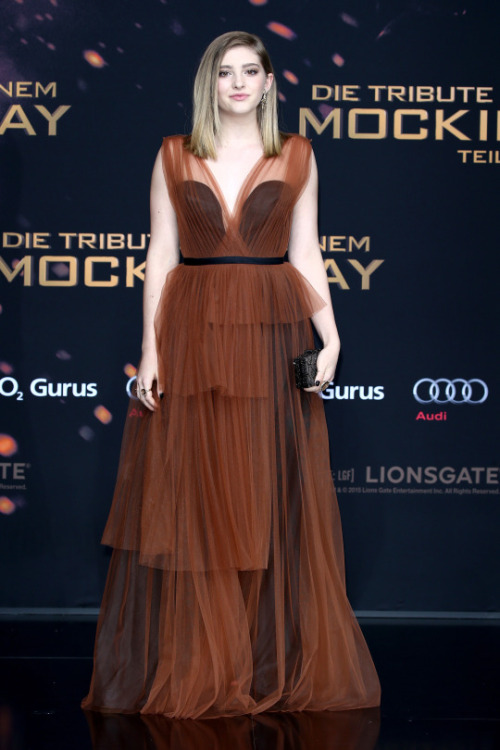 willow-shields-in-marni-the-hunger-games-mockingjay-part-2-berlin-world-premiere