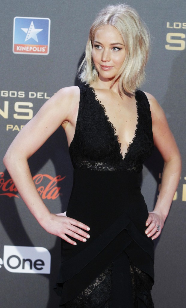 jennifer-lawrence-in-ralph-lauren-at-the-hunger-games-mockingjay-part-2-madrid-premiere