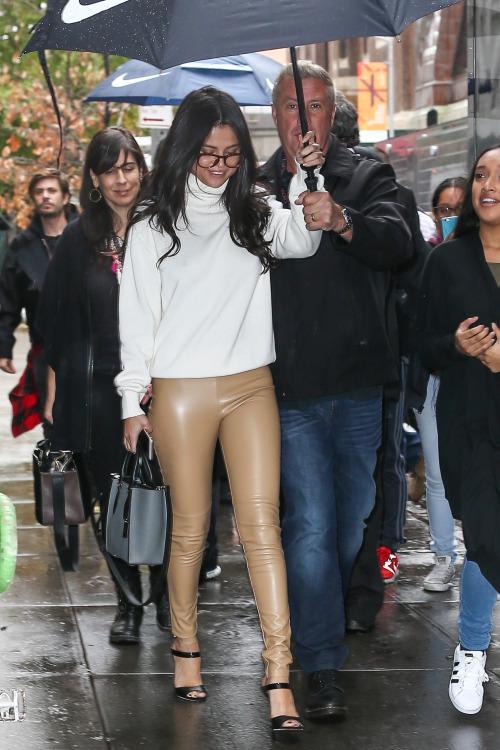Selena- Gomez -Leaving -Victoria-s Secre-t Show- Rehearsals