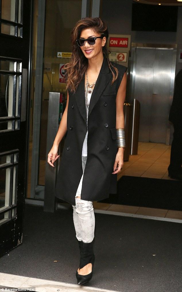 Nicole -Scherzinger-in-sleeveless-coat