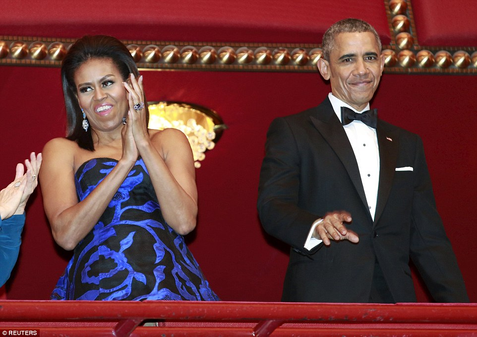 michelle-obama-in-oscar-de-la-renta-2015-kennedy-center-honors-gala