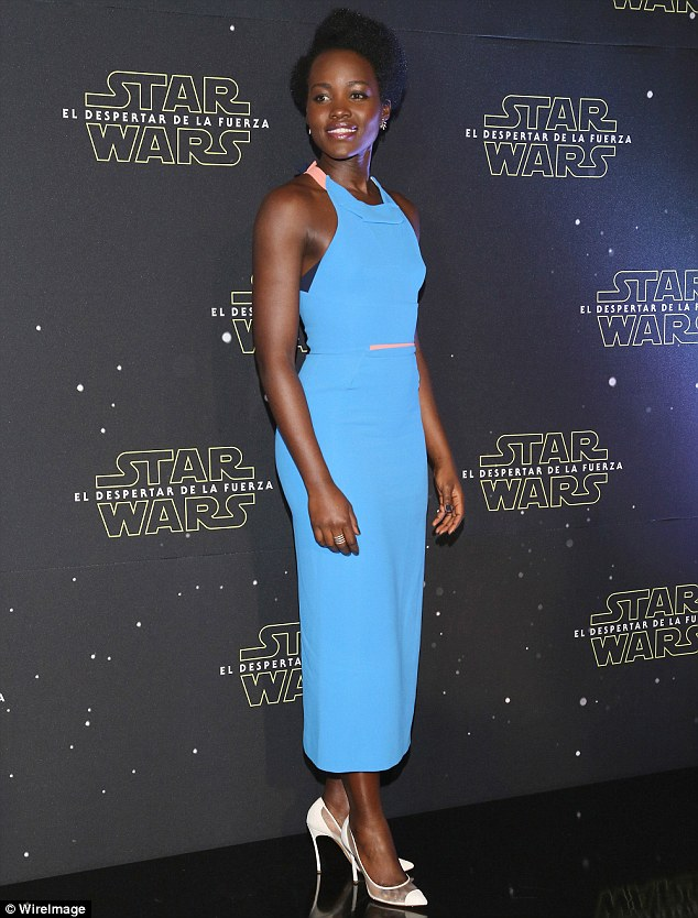 lupita-nyongo-in-roland-mouret-louis-vuitton-star-wars-mexico-city-photocall-premiere