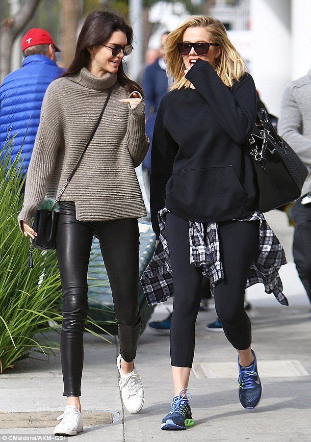 kendall-jenner-was-spotted-walking-with-khloe-beverly-hillsside_Khloe_and_Kendall_acted_like_l-m-126_1450652081035