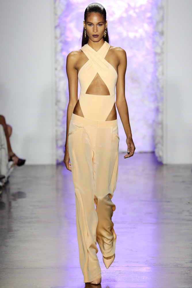 -Solange-Knowless-Art-Basel-Miami-2015-Cushnie-et-Ochs-Spring-2016-Blush-Pink-Cut-Out-Jumpsuit-8-667x1000