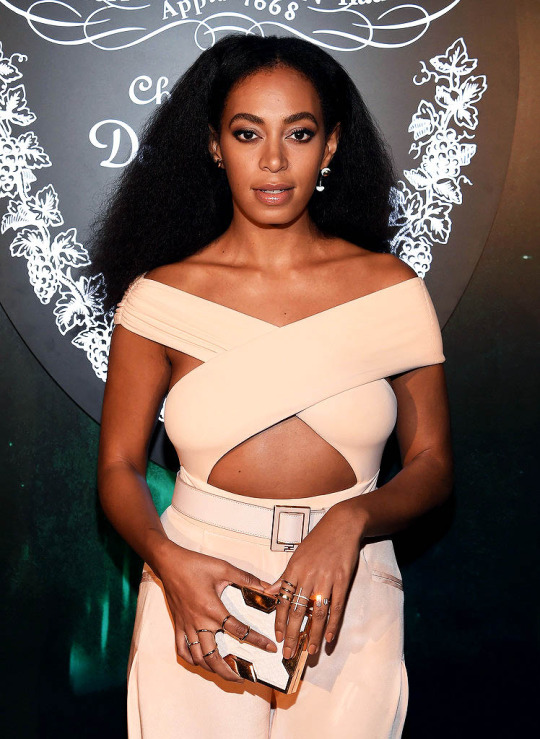 Solange-Knowless-Art-Basel-Miami-2015-Cushnie-et-Ochs-Spring-2016-Blush-Pink-Cut-Out-Jumpsuit-