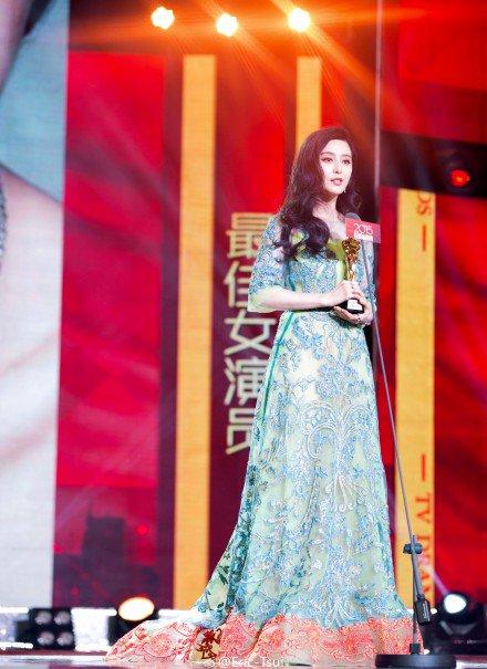 fan-bingbing-in-reem-acra-at-the-2015-anhui-drama-awards