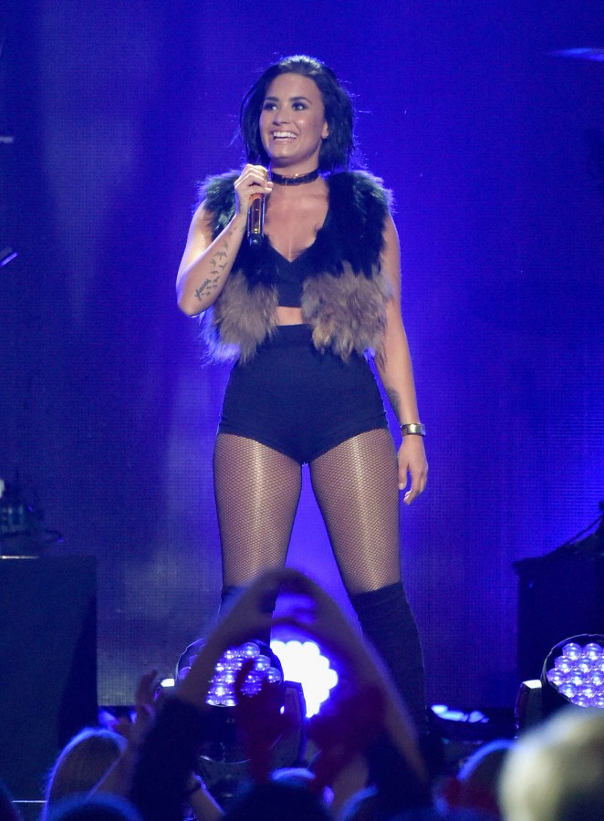 Demi-Lovato--Z100s-Jingle-Ball-2015--02-662x900