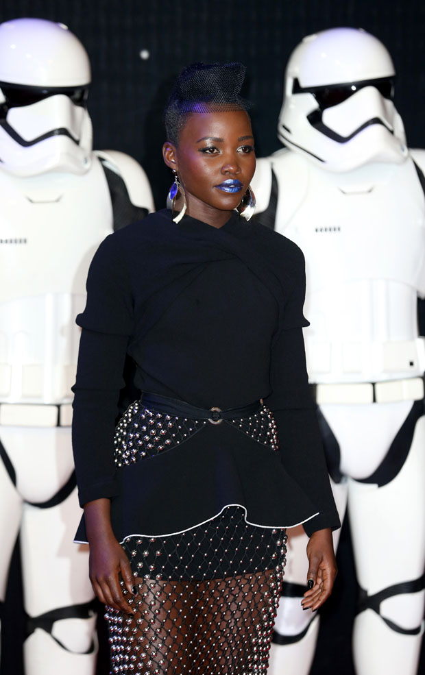 lupita-nyongo-in-proenza-schouler-at-star-wars-the-force-awakens-london-premiere