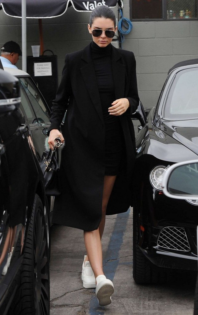 Kendall-Jenner--Joans-on-Third-in-LA--01-662x1052