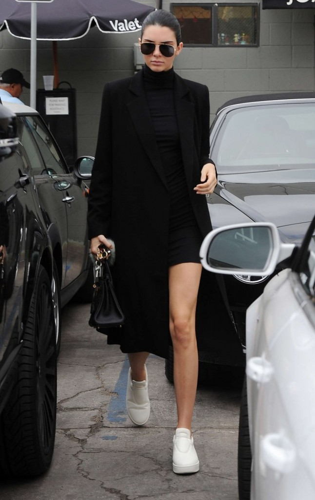 Kendall-Jenner--Joans-on-Third-in-LA--05-662x1049-1