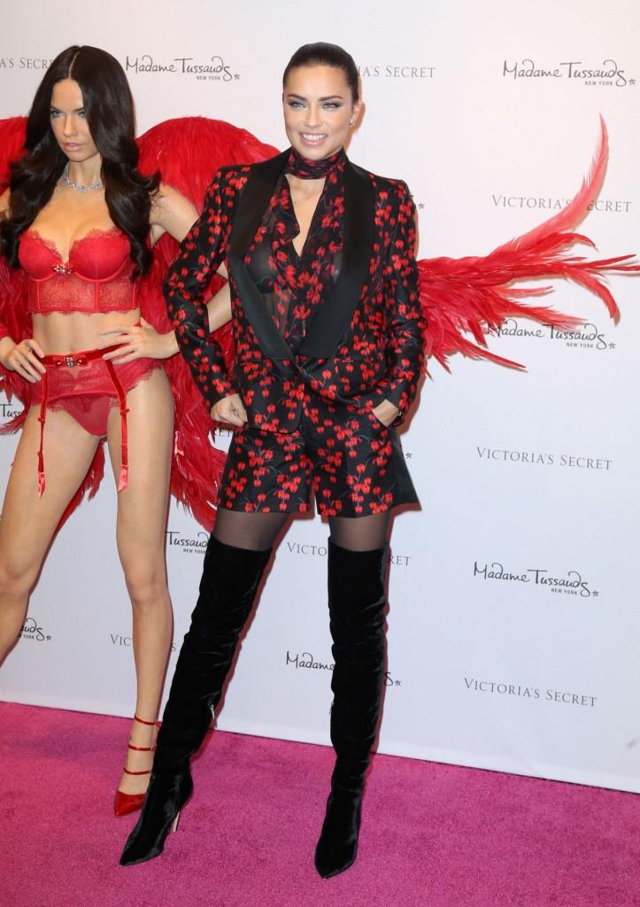 adriana-lima-unveils-her-madame-tussauds-wax-figure-in-new-york-november-2015_5