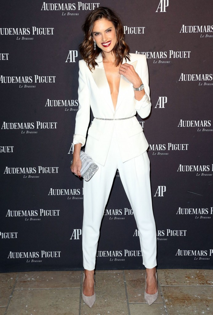 alessandra-ambrosio-at-audemars-piguet-celebrates-grand-opening-of-rodeo-drive-boutique-in-los-angeles-12-09-2015_5