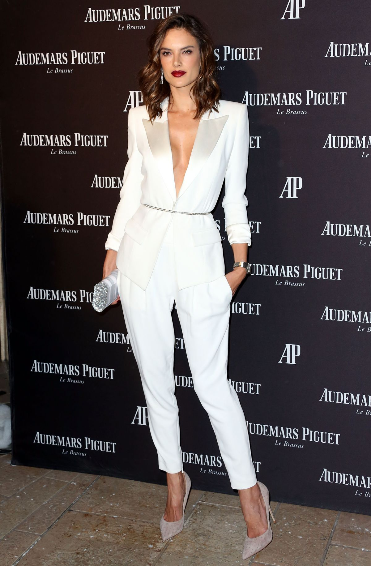 alessandra-ambrosio-at-audemars-piguet-celebrates-grand-opening-of-rodeo-drive-boutique-in-los-angeles-12-09-2015_6