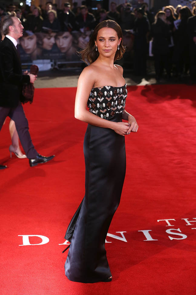 alicia-vikander-red-carpet-pics-the-danish-girl-premiere-in-london_