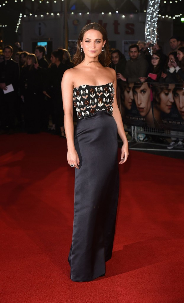 alicia-vikander-red-carpet-pics-the-danish-girl-premiere-in-london_1