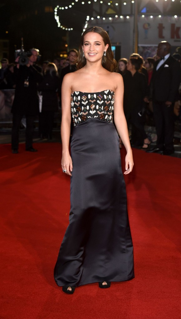alicia-vikander-red-carpet-pics-the-danish-girl-premiere-in-london_5