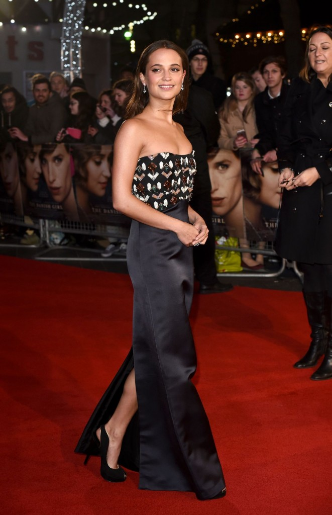 alicia-vikander-red-carpet-pics-the-danish-girl-premiere-in-london_8