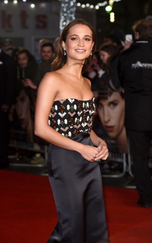 alicia-vikander-red-carpet-pics-the-danish-girl-premiere-in-london_9