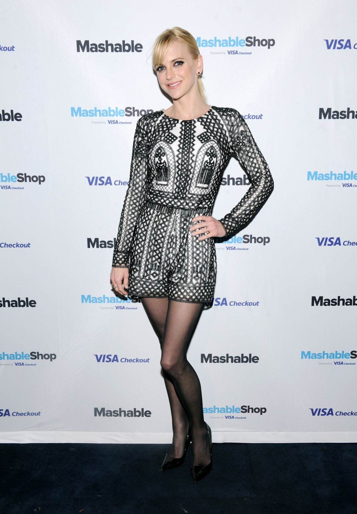 anna-faris-at-mashable-shop-launch-event-in-new-york-12-15-2015_3