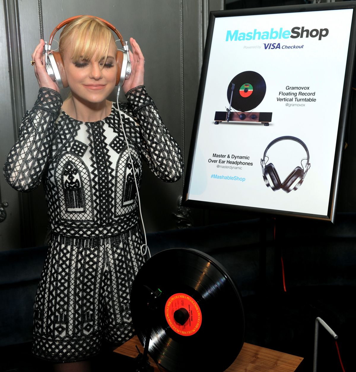 anna-faris-at-mashable-shop-launch-event-in-new-york-12-15-2015_9
