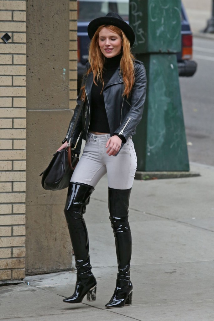 bella-thorne-hot-in-jeans-vancouver-october-2015_6-683x1024