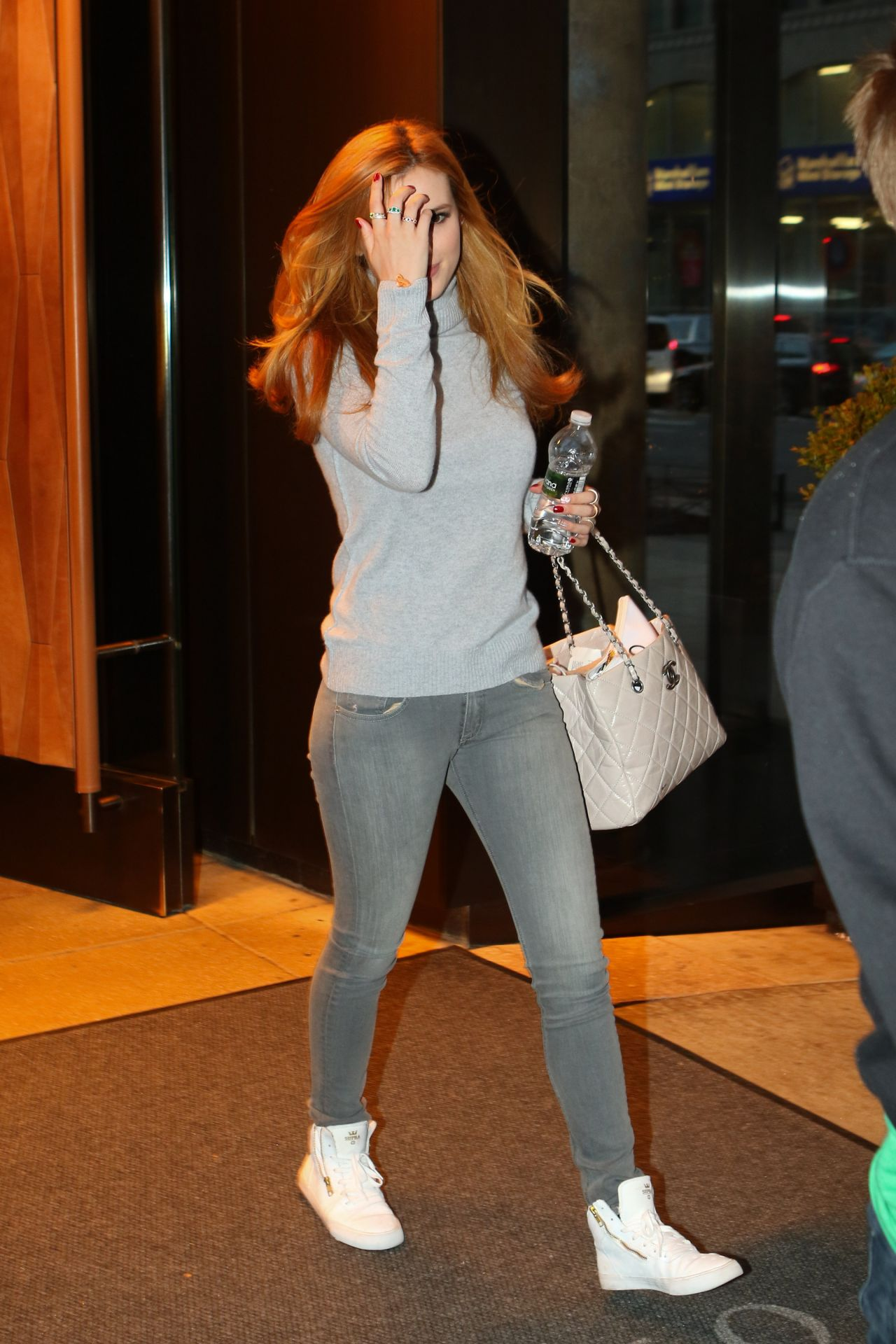 bella-thorne-in-tight-jeans-out-in-new-york-city-12-16-2015-_13