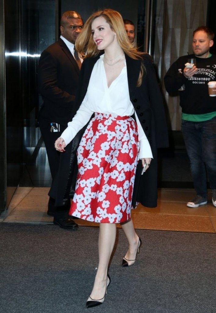 bella-thorne-leaving-her-hotel-in-nyc-12-16-2015-_6