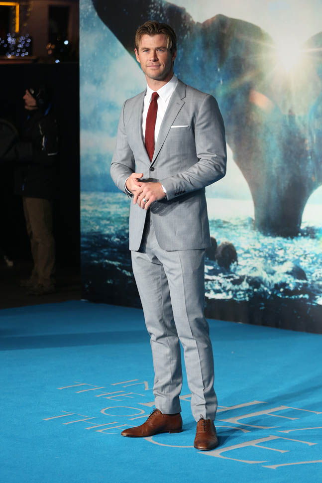 chris-hemsworth-in-burberry-in-the-heart-of-the-sea-london-premiere