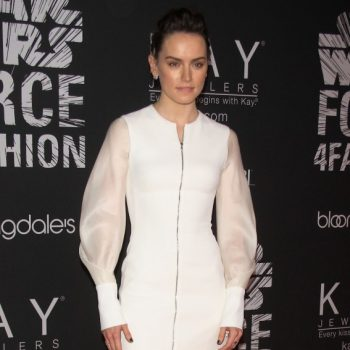 daisy-ridley-star-wars-force-4-fashion-event-in-nyc-12-2-2015_1-567×1024