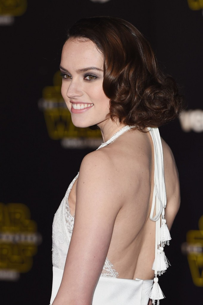 daisy-ridley-star-wars-the-force-awakens-premiere-in-hollywood_11