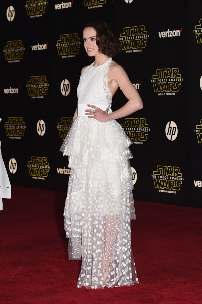 daisy-ridley-star-wars-the-force-awakens-premiere-in-hollywood_21