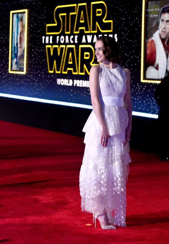 daisy-ridley-star-wars-the-force-awakens-premiere-in-hollywood_9
