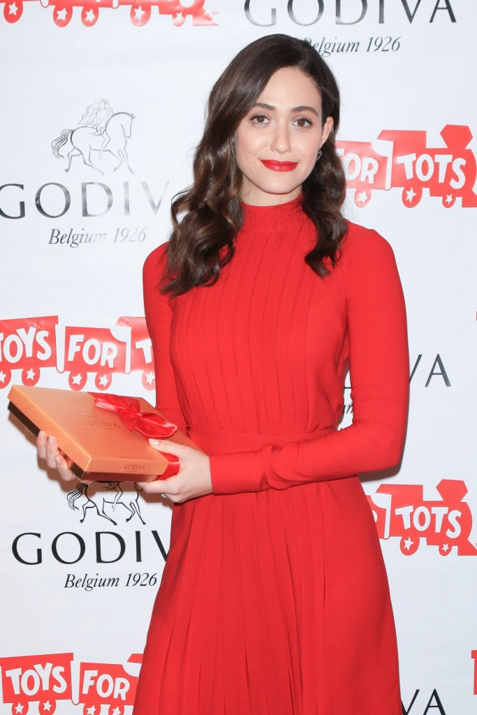 emmy-rossum-hosts-hot-chocolate-for-a-cause-benefit-in-new-york-city-november-2015_1