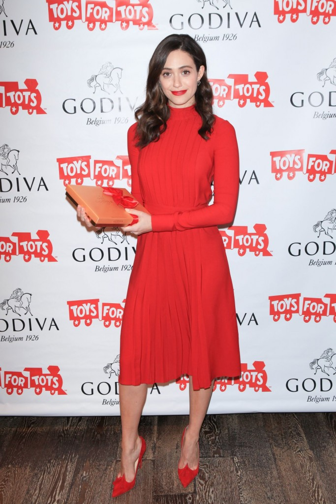emmy-rossum-hosts-hot-chocolate-for-a-cause-benefit-in-new-york-city-november-2015_5