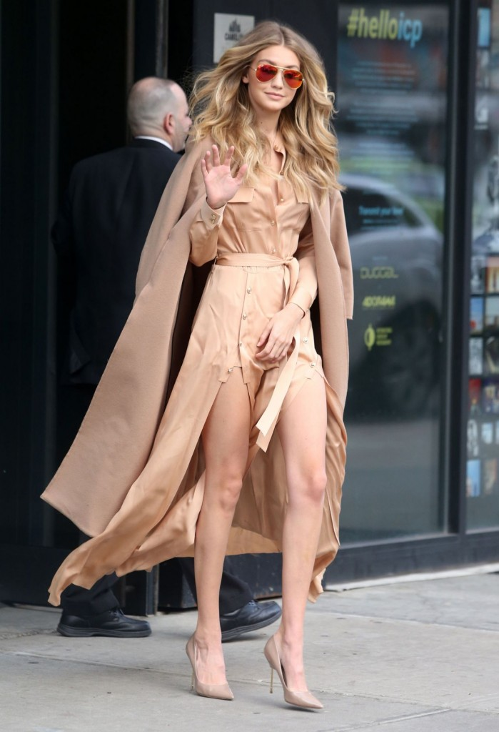 gigi-hadid-at-live-with-kelly-michael-in-new-york-city-12-8-2015_1