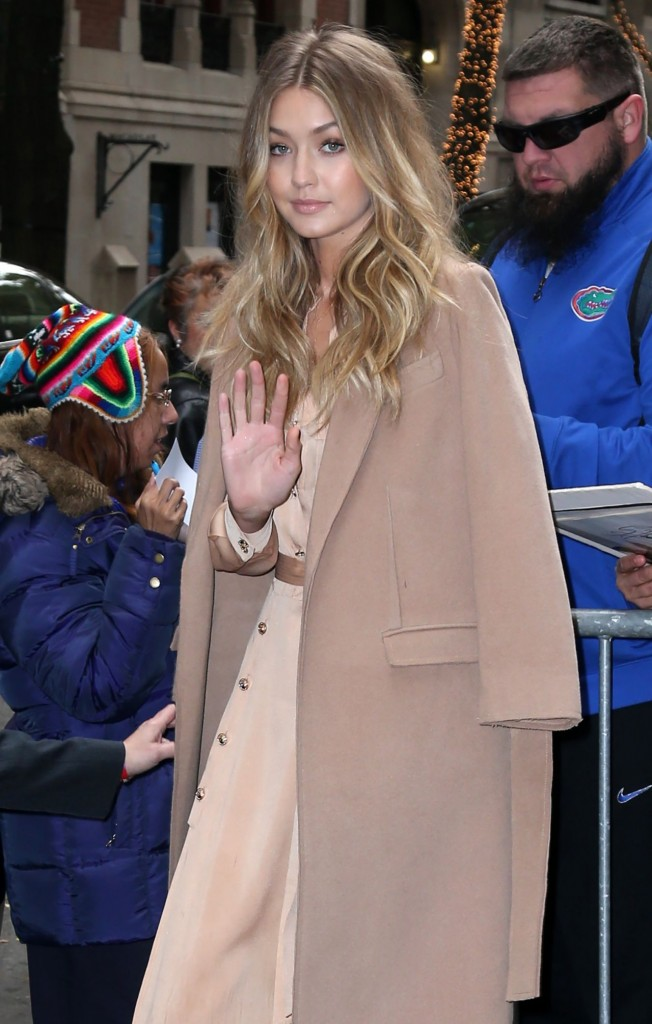 gigi-hadid-at-live-with-kelly-michael-in-new-york-city-12-8-2015_12