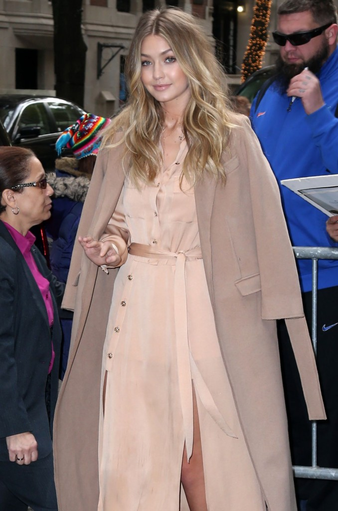 gigi-hadid-at-live-with-kelly-michael-in-new-york-city-12-8-2015_13