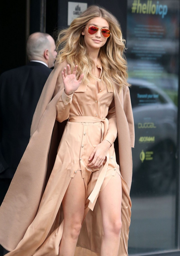 gigi-hadid-at-live-with-kelly-michael-in-new-york-city-12-8-2015_3