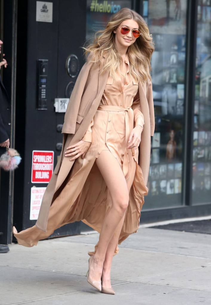 gigi-hadid-at-live-with-kelly-michael-in-new-york-city-12-8-2015_5-1