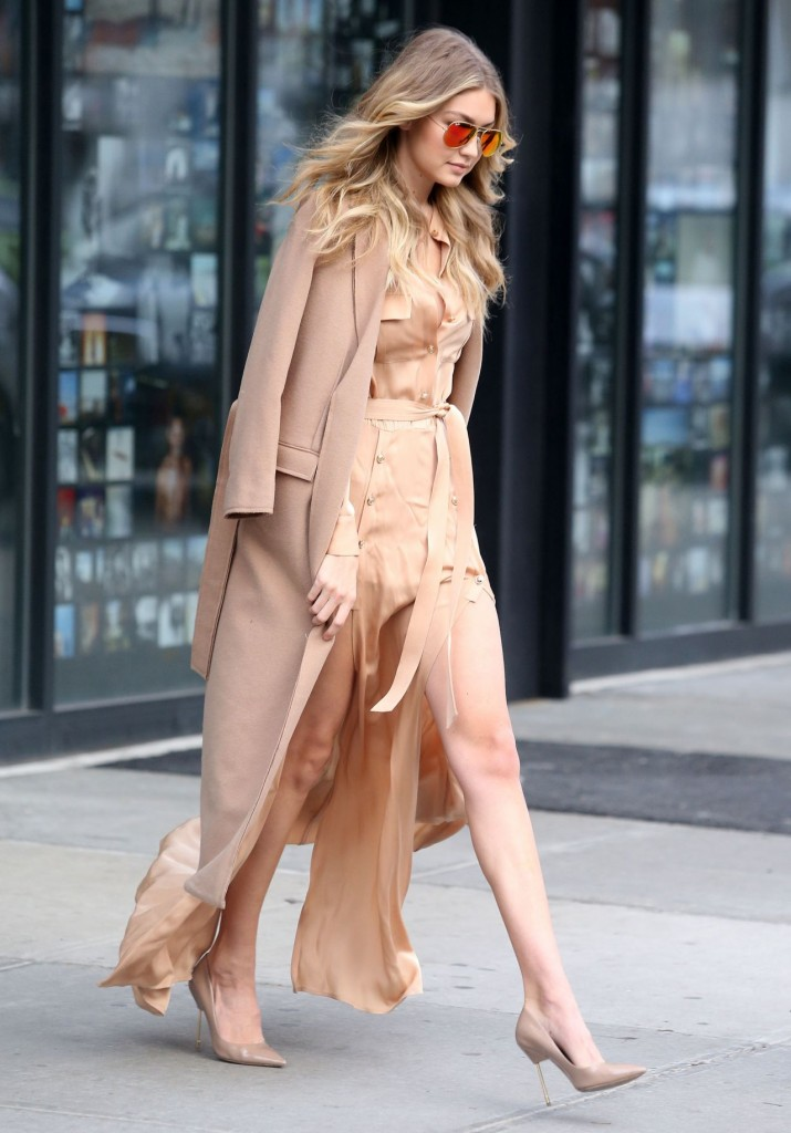 gigi-hadid-at-live-with-kelly-michael-in-new-york-city-12-8-2015_7