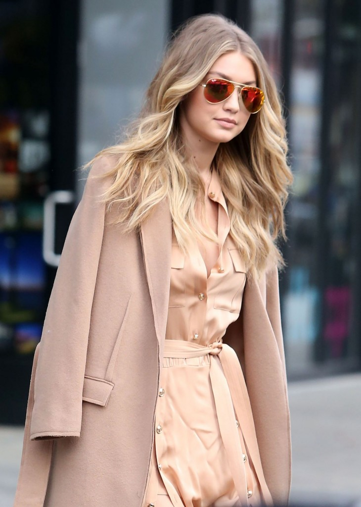 gigi-hadid-at-live-with-kelly-michael-in-new-york-city-12-8-2015_8