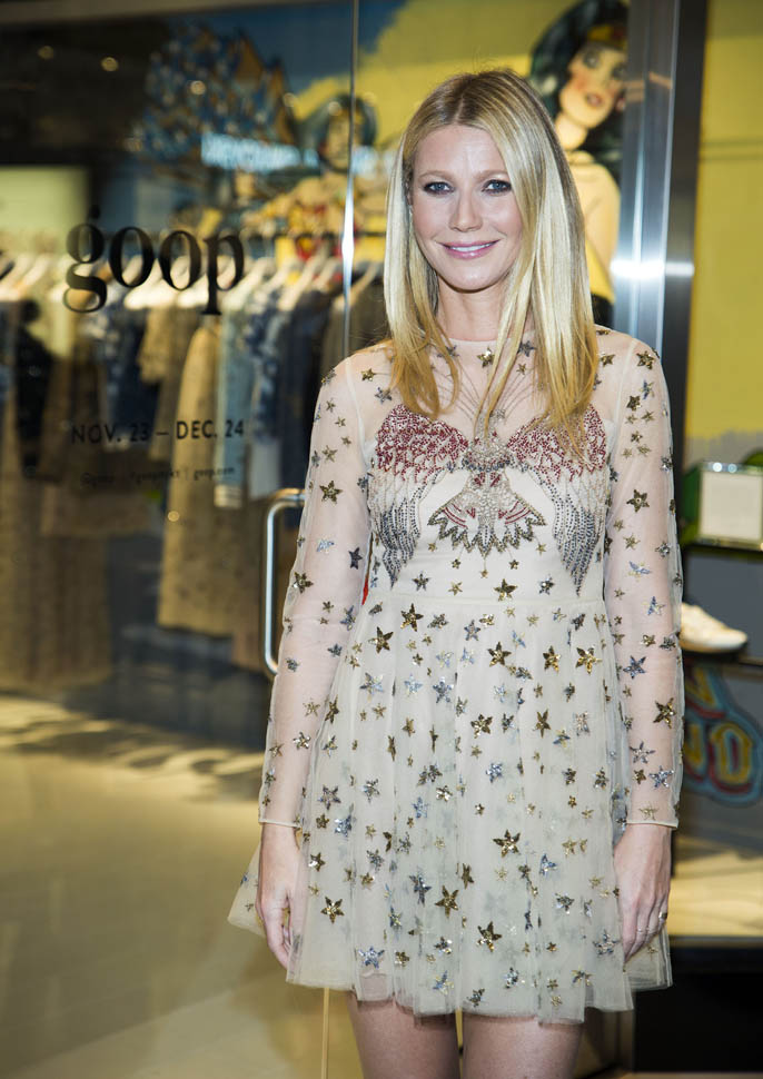 gwyneth-paltrow-in-valentino-at-goop-mrkt-grand-opening-event