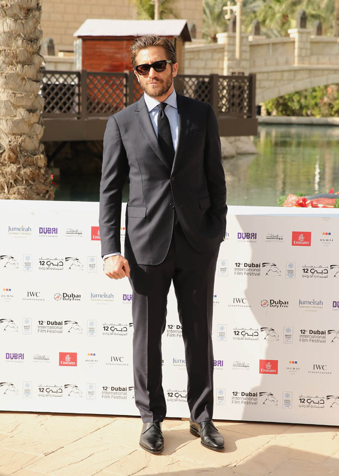 jake-gyllenhaal-in-salvatore-ferragamo-12th-annual-dubai-international-film-festival